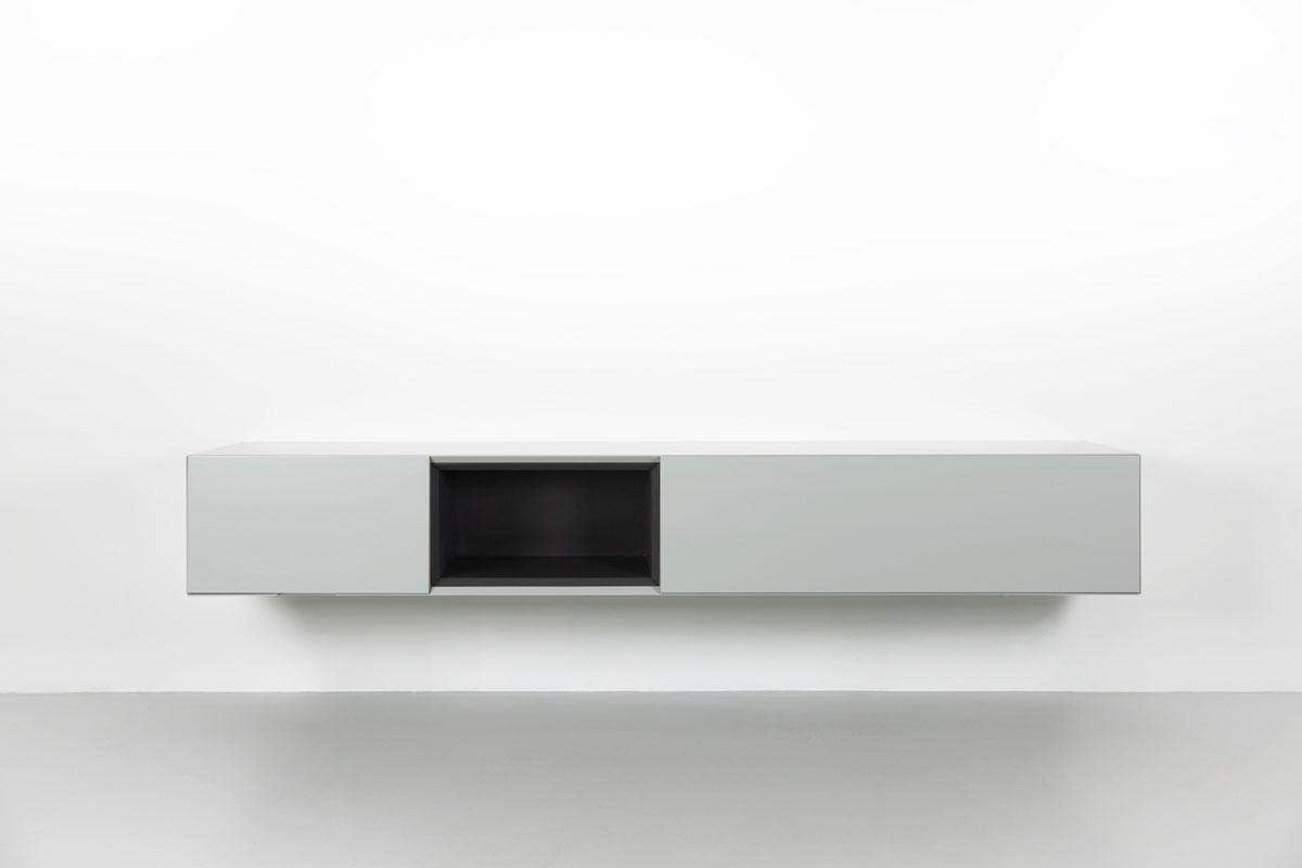 grijs zwevend tv meubel met zwart open vak