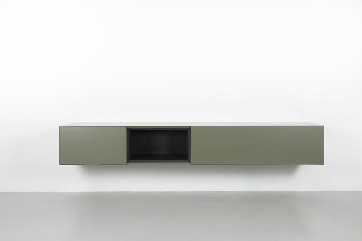 groen zwevend tv meubel met zwart open vak