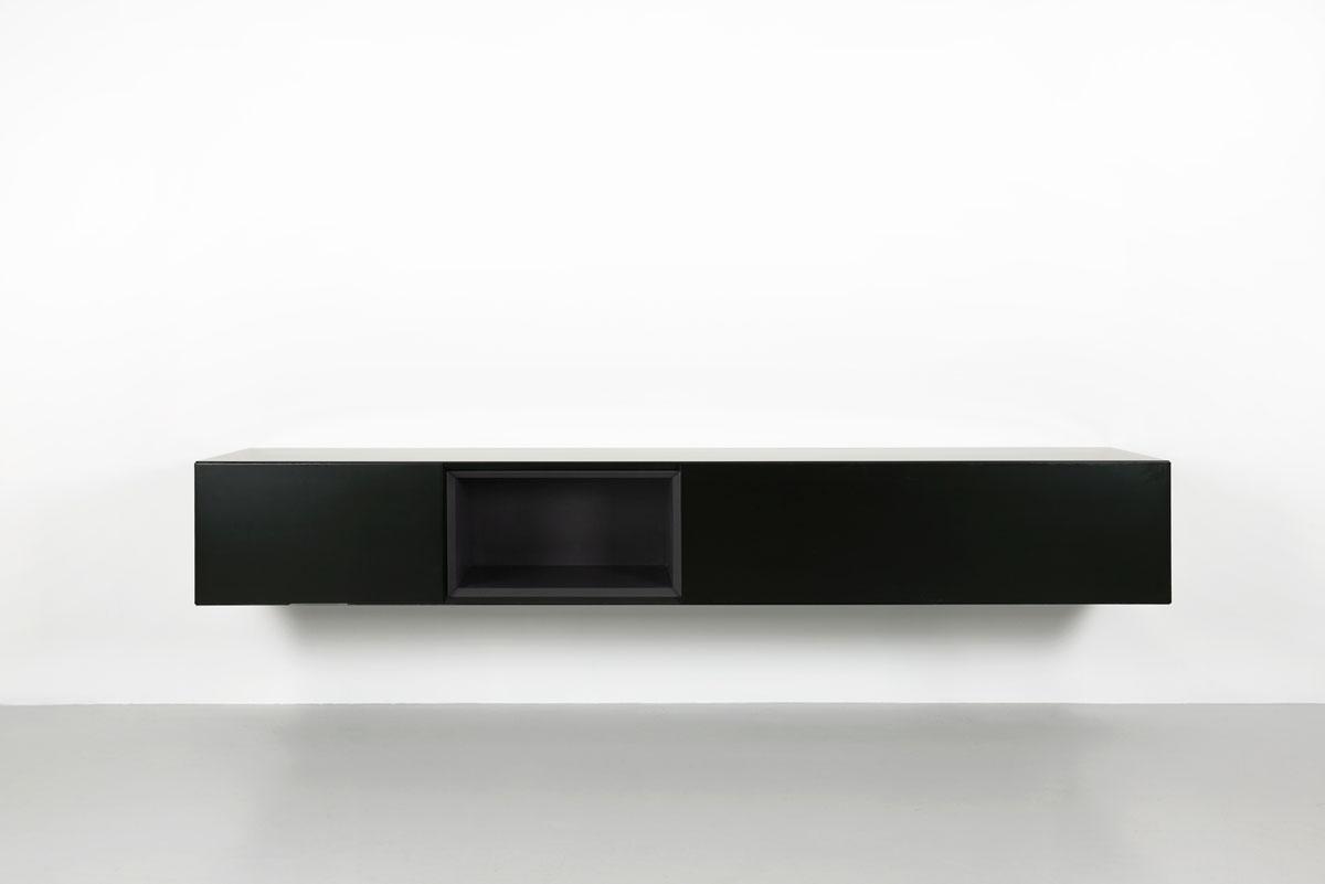 zwart zwevend tv meubel met zwart open vak