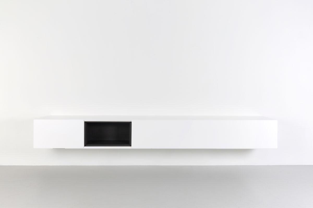 Zwevend tv meubel 250 cm met zwart open vak
