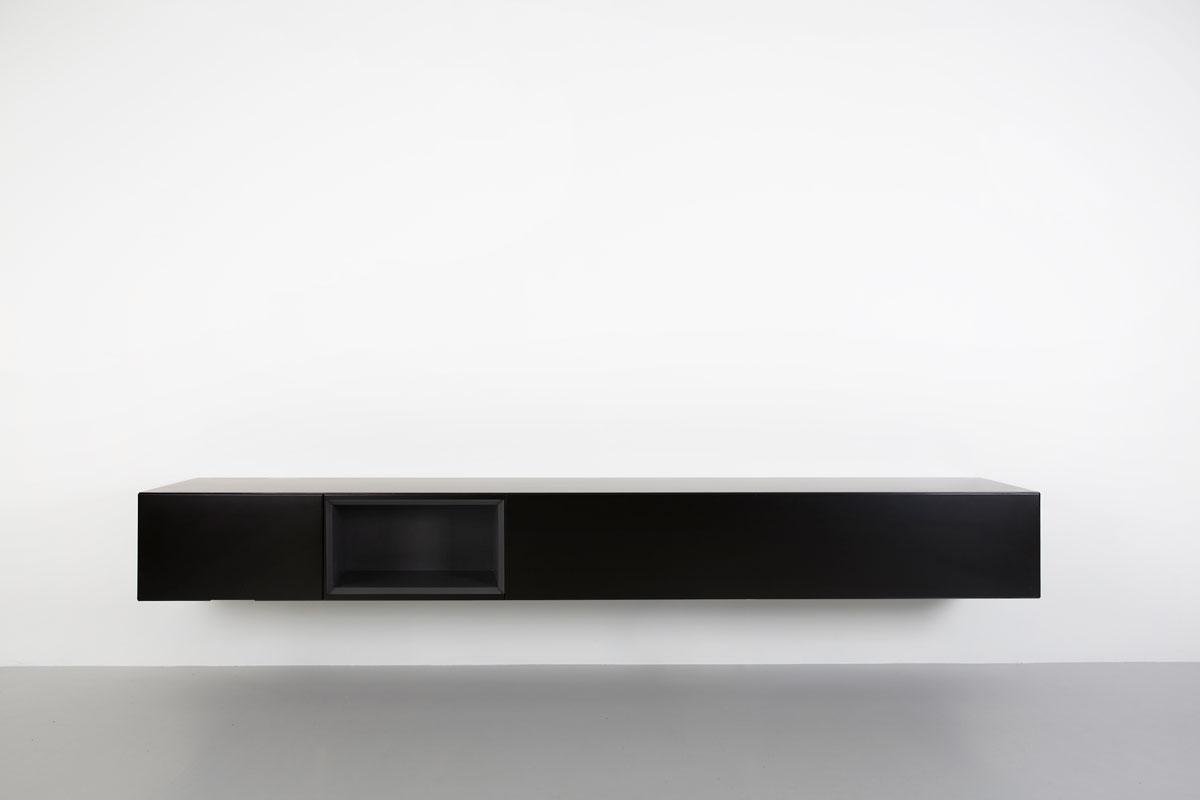 zwart 250 cm breed zwevend tv meubel met zwart open vak